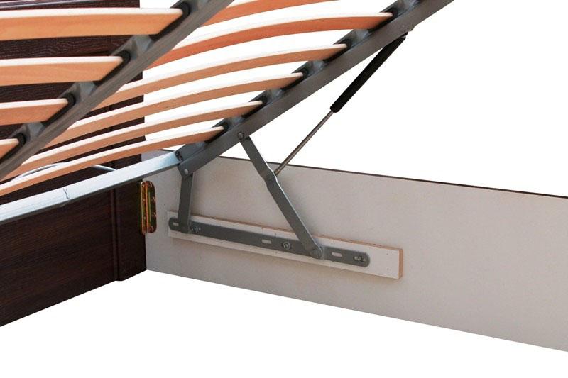 кровать деревянная двуспальная с подъемным механизмом