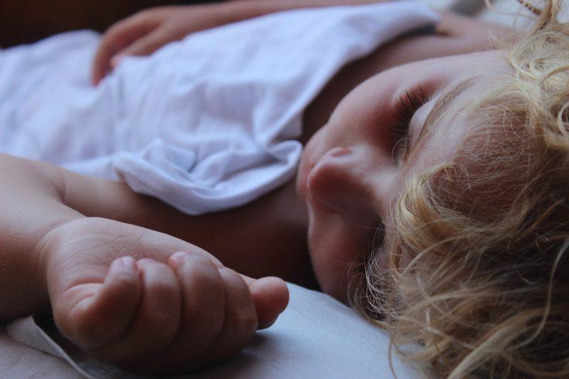 какой матрас лучше для ребенка: пружинный или беспружинный?